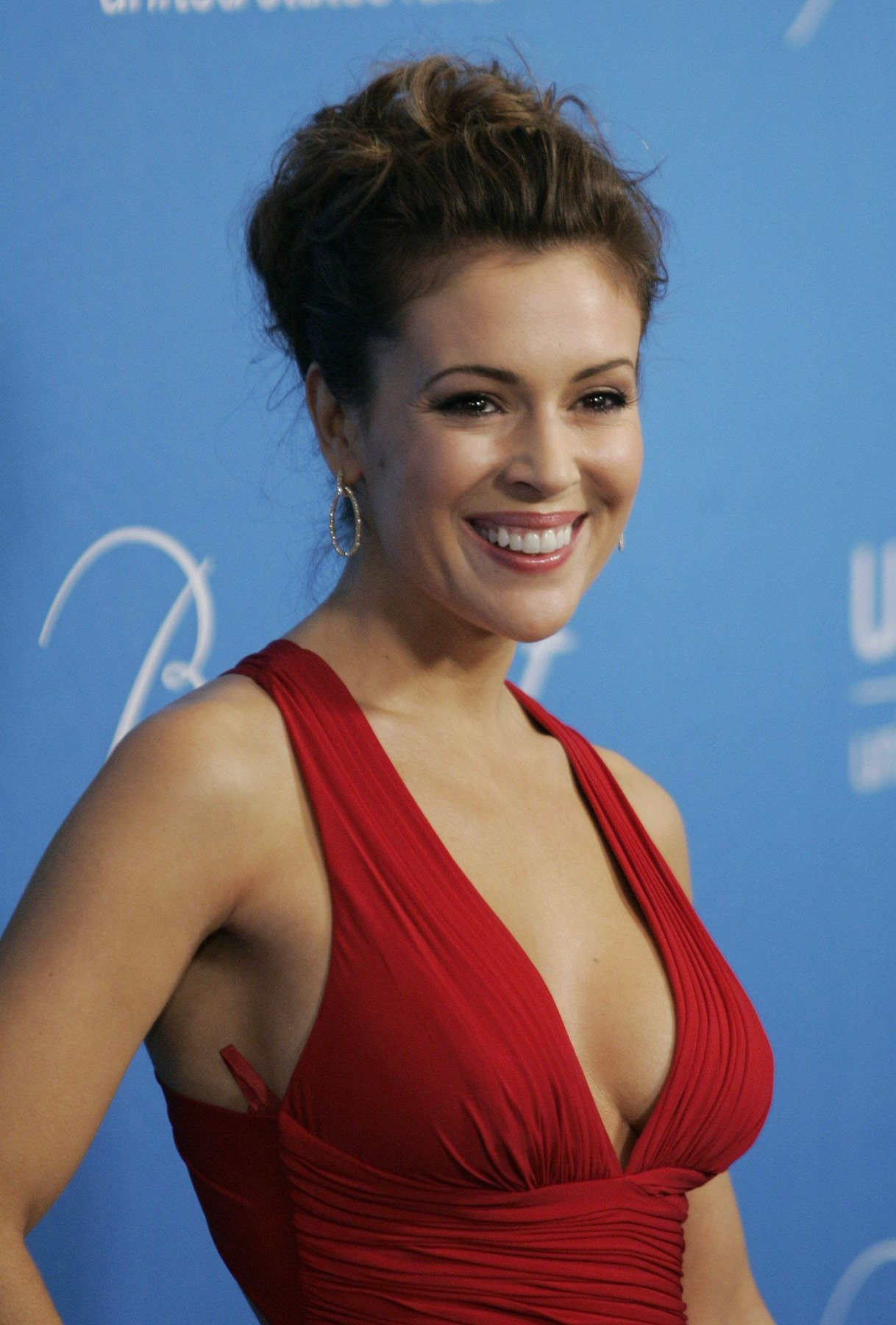 Alyssa Milano Glams Up UNICEF Ball.