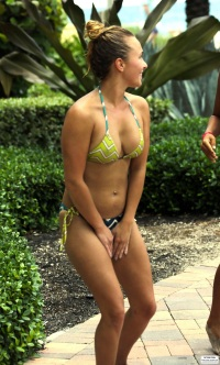 Hayden-Panettiere-in-Bikini-20
